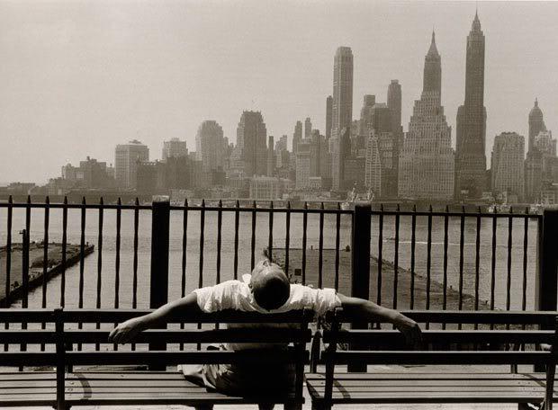 Manhattan desde el Paseo de Brooklyn (Stettner, 1954)