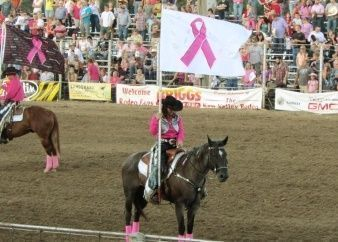 Día del cáncer de mama en el rodeo (Tough enough to wear pink)