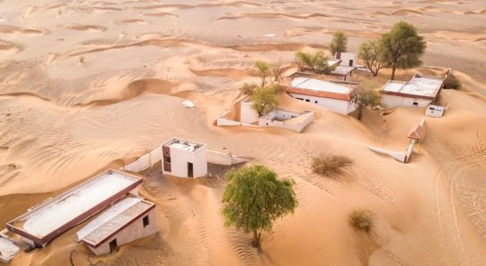 تقع قرية المدام على بعد مسافة قصيرة بالسيارة من مدينة دبي. وتحظى القرية بشعبية كبيرة لدى المستكشفين، والمصورين، والمدونين.