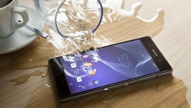 كيف تصلح هاتفك إذا سقط في الماء أو انسكب عليه سائل؟