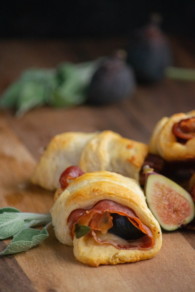 Appetizer Crescent Rolls with Prosciutto and Fig