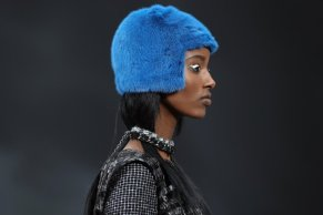 Chanel_2014_autumn_winter_blue_cap_fur