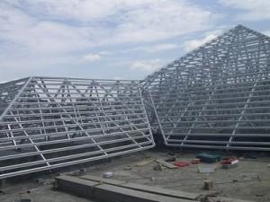 pemasangan sekrup baja ringan rangka atap dirangkai lebih jayawan