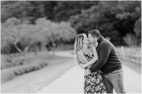 couple kissing engagement photo, black and white photo, outdoor engagment shoot