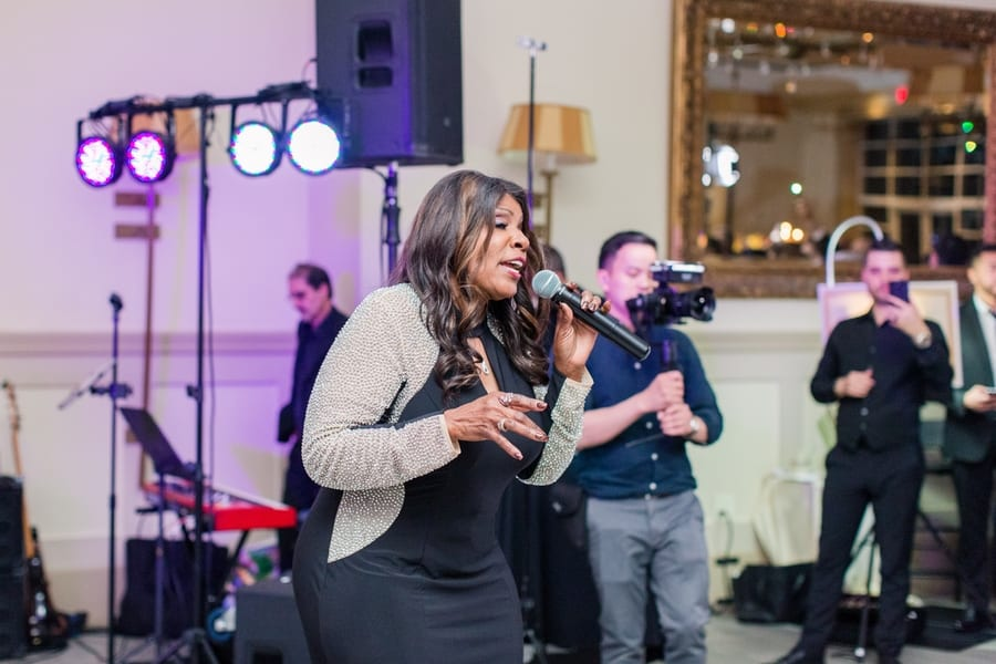 gloria gaynor singing with the band