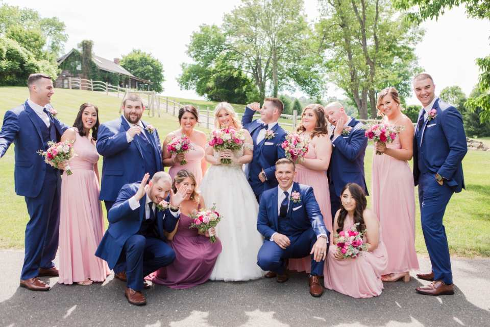 Fun photo of the entire wedding party