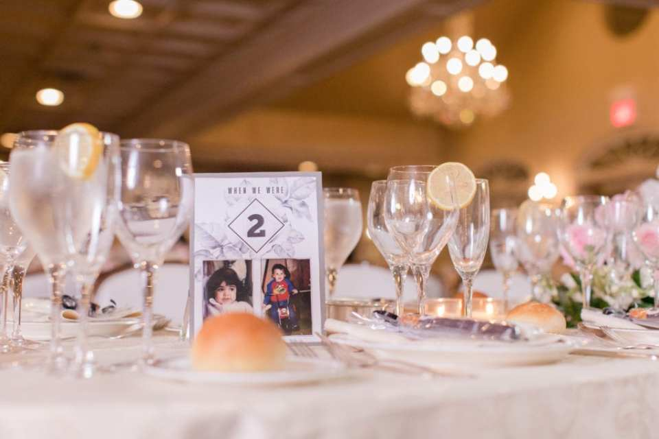 Table numbers with the bride and groom at the age of the number