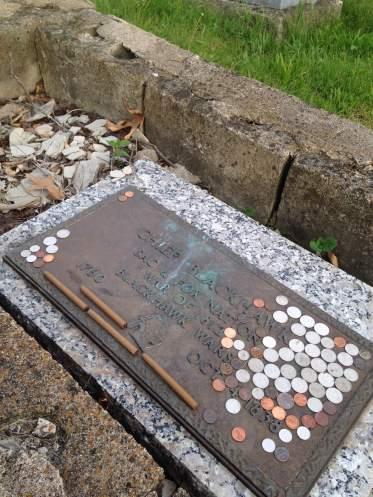 Black Hawk's grave in Iowaville Cemetery.
