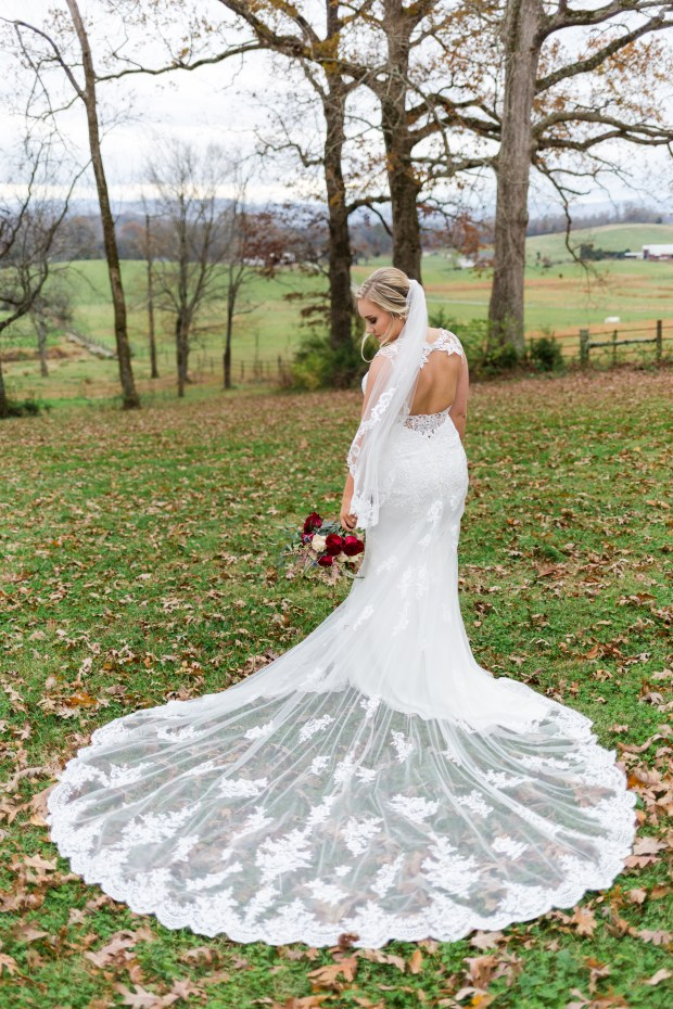 Jayna Watkins Photography // East Tennessee Wedding + Lifestyle Photographer // Knoxville, Tennessee // Twin Cedar Farms Wedding // Fall Wedding