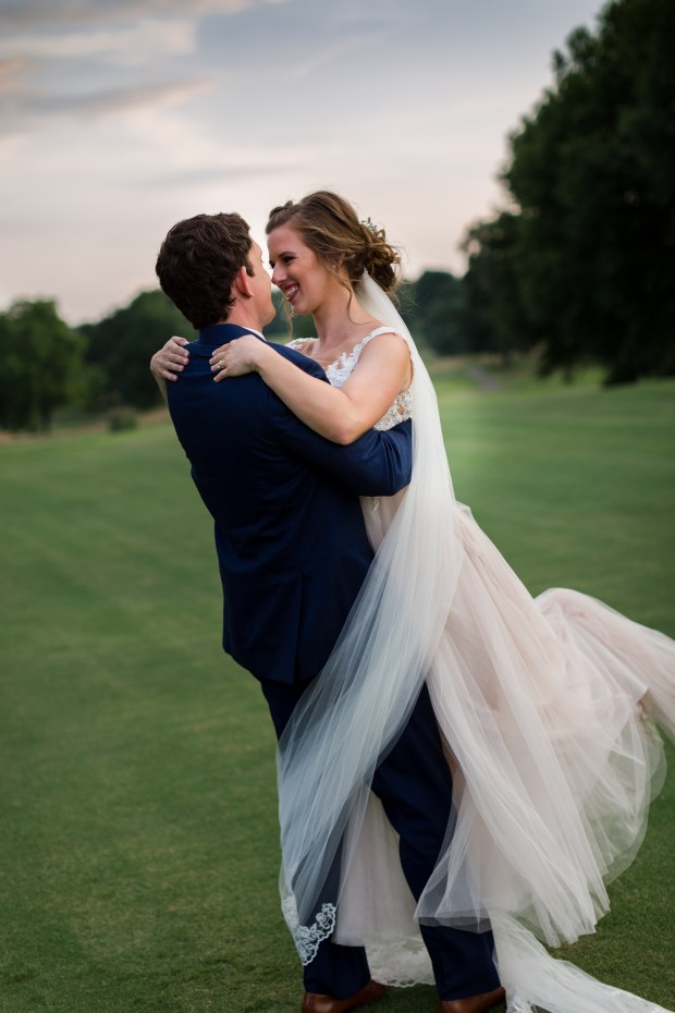 Jayna Watkins Photography / Tennessee Bride / Tennessee Engagement Session / Tennessee Wedding Photographer / Tennessee Wedding / TN Bride / TN Wedding / TN Engagement Session / Church Wedding / Tennessee Church Wedding / July Church Wedding / Country Club Reception
