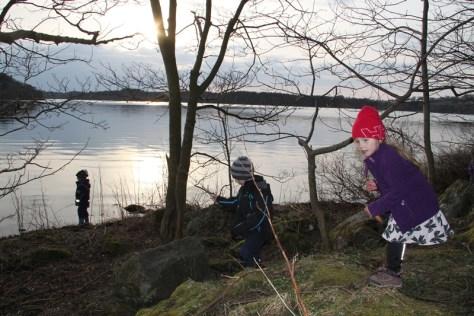 szukanie keszy nad jeziorem Stokka