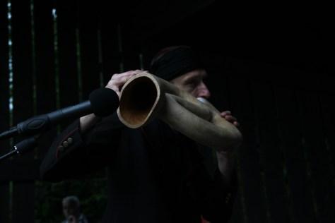 grajek na didgeridoo