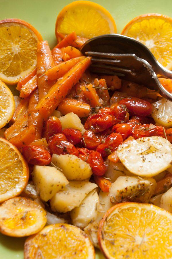 corvina a la sal con verduras y pesto de zanahoria