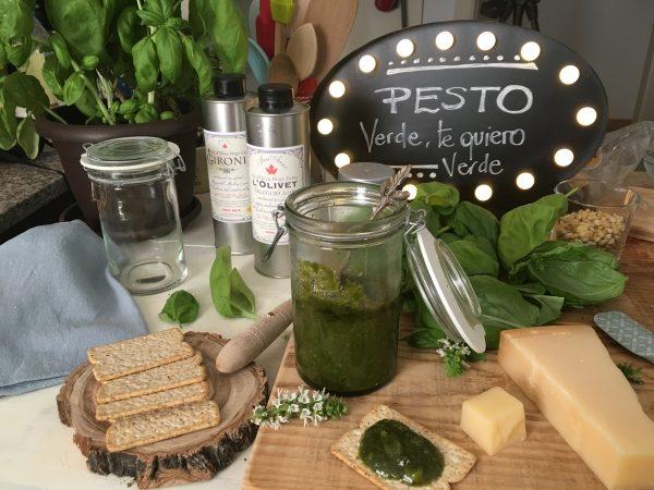 La auténtica receta de PESTO de ALBAHACA o PESTO a la GENOVESE. El auténtico pesto verde de Liguria. receta pesto verde