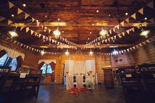 Пример декора свадьбы ретрогирляндами Jazzlight c лампами накаливания