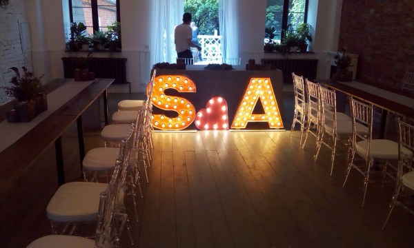 Буквы Jazzlight из дерева с лампочками высотой 80 см