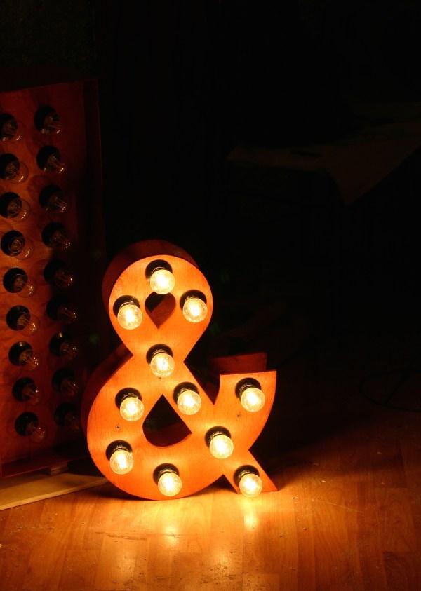 Буквы Jazzlight из дерева с лампами высотой 50 см