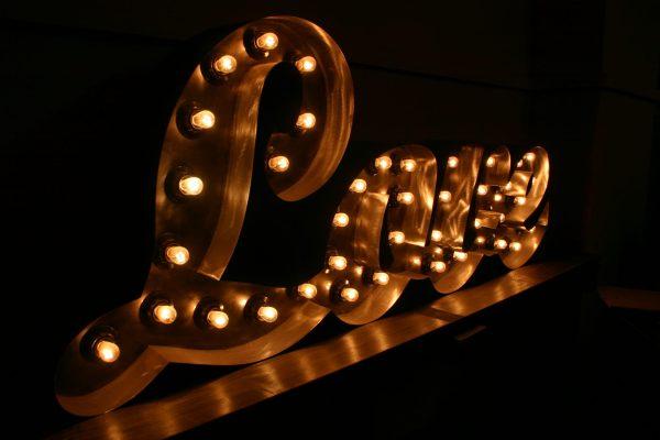 Надпись Love из металла Jazzlight