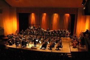 Hle, poslední koncert Hudebního fóra ve znamení slunce!