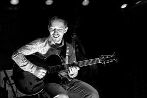 Šmoldasova kytara, tentokrát s newyorskou rytmikou, opět exceluje!