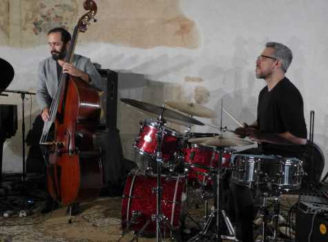Jorge Roeder (double bass) & Ziv Ravitz (drums)