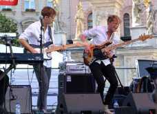 Mathias Heise - harmonika/keyboards, Mads Christiansen - kytara, David Vang - basa