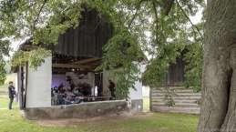 Zahájení ve stodole