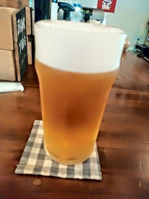 泡とビールの黄金比率。こんなの見たら我慢できません。