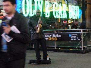 ニューヨーク・マンハッタンのダウンタウンで見かけたサックスプレイヤー
