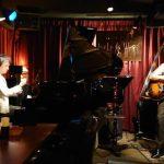 那覇市久茂地のジャズクラブ「Parker's Mood Jazz Club」でのセッションの一コマ。