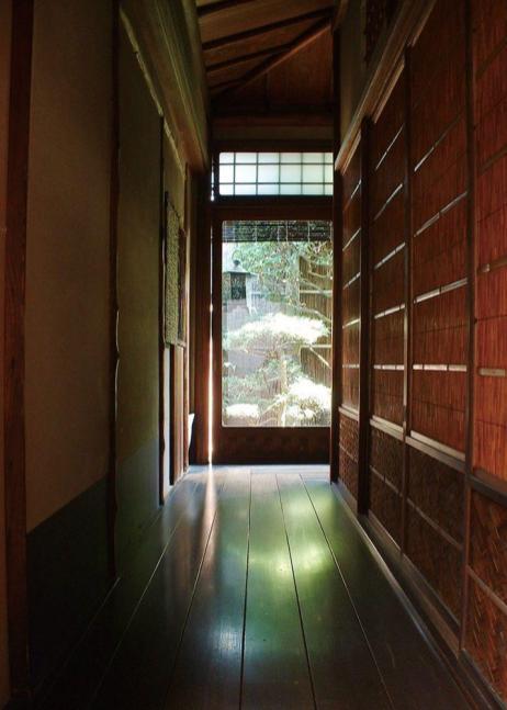 京都 冨田屋 希少な赤松の廊下写真