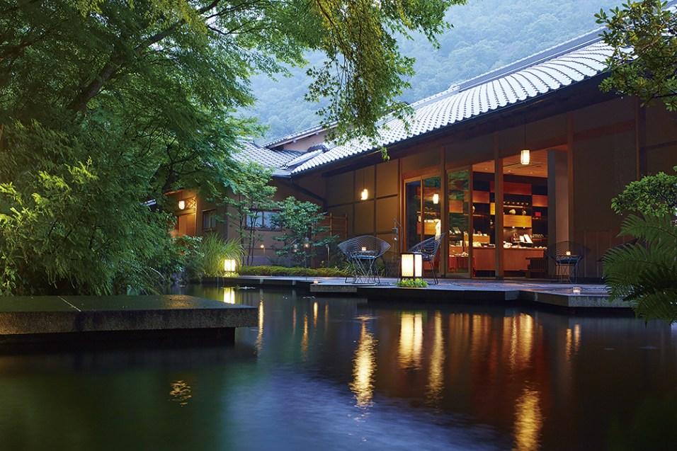 建物は本来の魅力を余すことなく受け継ぎながらも、現代のスタイルにアレンジすることで快適さを実現。星のや京都オリジナルの意匠やインテリアがしっくりと溶け込んでいる