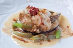 御料理の写真 伊勢海老のヒラメ巻き ヴァポーレ 季節野菜のクーリークリームソース