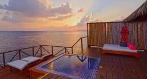 モルディブで最高のハウスリーフと評判のリゾート!スノーケリングを存分に楽しみたいリゾートアイランド