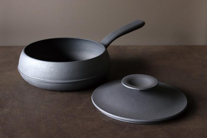 おいしい料理を「つくる」の基本が、むずかしい理屈抜きでしっかり詰まった鉄鍋シリーズ「MARUTTO(マルット)」