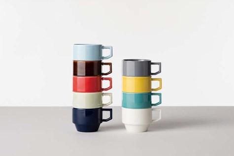 スタッキングできるマグカップは、TOYブロックのように色を組み合わせて愉しめる