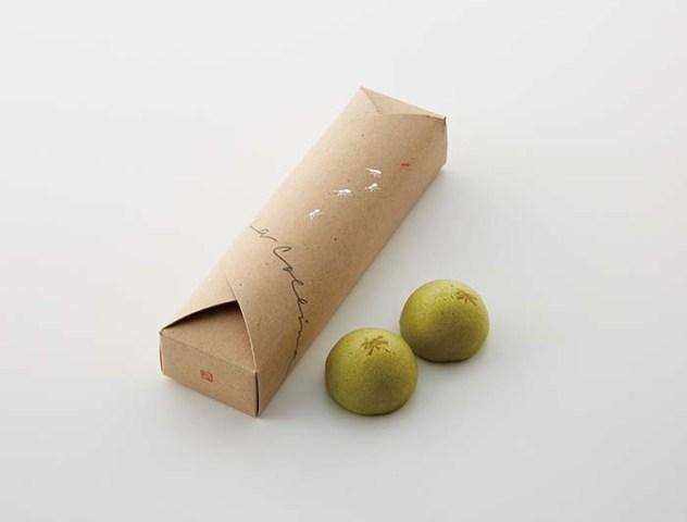 桑の葉粉末を練り込んだ生地でこし餡を包んだ「たねや饅頭 桑の葉」は〈ラ コリーナ〉限定品