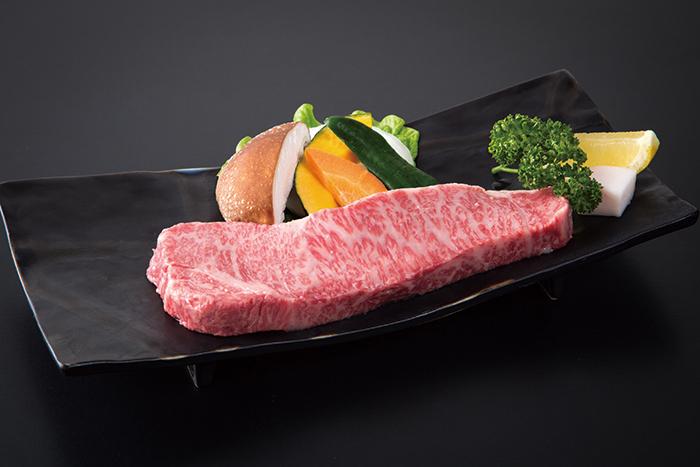 極上の肉質を追求した牛肉でいただくステーキは格別の逸品。東北エリア唯一の神戸ビーフ登録指定店である同店、そのクオリティをぜひご体験いただきたい