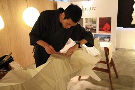 岐阜提灯は、江戸時代から受け継がれる伝統の製法で、匠の手により仕上げられる