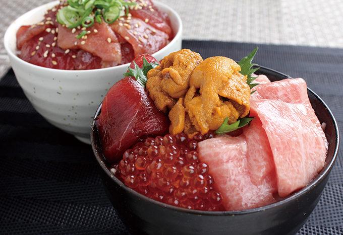 大トロ、ウニ、イクラ、鮪タタキネギトロ、鮪漬けの5種類がセットになったボリュームたっぷりの「海鮮五色丼」。大トロは、魚体100キロ以上の鮪のカマトロに近い部分を厳選しているので、脂のノリは抜群。包丁いらずで解凍して盛り付けるだけでお召し上がりいただける。容量:450g 6,980円(税込)賞味期限:商品到着後7日 ※要冷凍保管