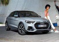 写真は「A1 citycarver limited edition(欧州仕様車)」。全長約4mのコンパクトなボディに、Audiの先進的で力強いデザイン、機敏な運動性能、高い品質など、Audiラインアップに共通する魅力を凝縮した「A1」。新型モデルは従来比95mm長くなったホイールベースにより、上位セグメントに迫る居住空間を実現し、荷室も65ℓへと拡大されている 車両本体価格 A1 citycarver limited edition:4,830,000円 A1:2,940,000円~