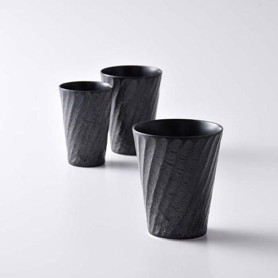 「砂紋シリーズ」の黒のフリーカップ。スタイリッシュな色とデザインで手に持った際もお洒落に演出してくれる