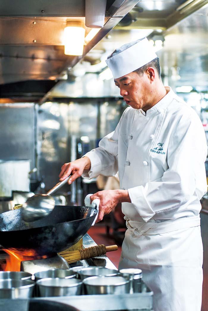 2020年にホテルオークラ東京から招聘され、料理長に就任した佐藤尚吾氏。ホテルオークラ東京〈桃花林〉で習得した心と技をフルに生かし、極上の料理を提供してくれる