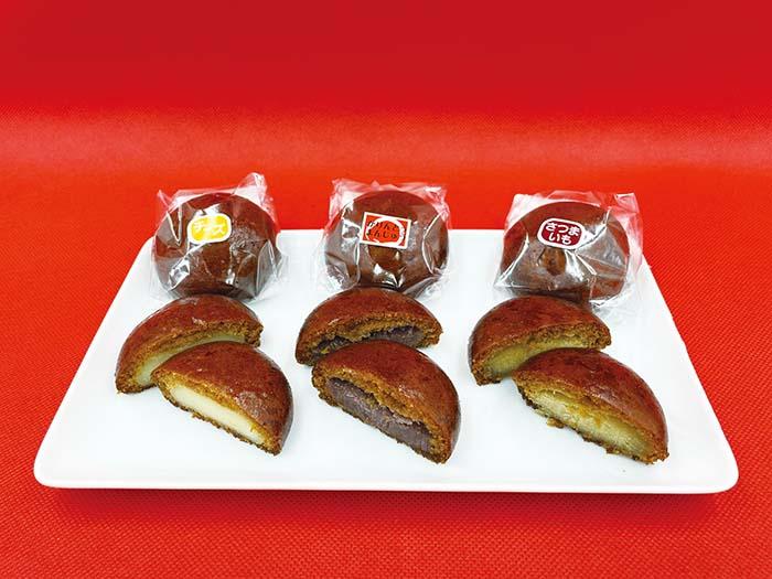 米油でサクッと揚げた「かりんとうまんじゅう」は〈東京堂〉の一番人気。餡は甘みを抑えたこしあんでさっぱりとした味わいに。レモン風味のクリームチーズ餡が入った「チーズかりんとうまんじゅう」や、紅あずまを使ったほっこりやさしい甘みの「さつまいもかりんとうまんじゅう」も人気 「かりんとうまんじゅう」 1個 130円、「チーズかりんとうまんじゅう」 1個 170円「さつまいもかりんとうまんじゅう」 1個 160円