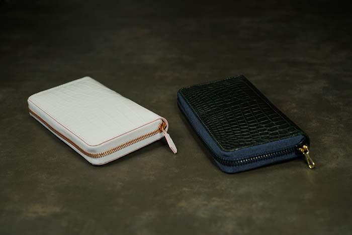 HERMES Bearn × ヒマラヤクロコカスタムメイド長財布とキーケース。全てサドルステッチ。H金具はWG製フルダイヤモンドのワンオフ制作。ホワイトクロコにコバがピンクで女性らしく内装はヒマラヤパイソンとホワイトクロコでLuxuryにコーディネート。右下の財布は黒く見えるがダークグリーンのクロコ。全て厳選した極上1枚センター取り、ファスナーはイタリア製別注品。全てが最高級仕上げだ