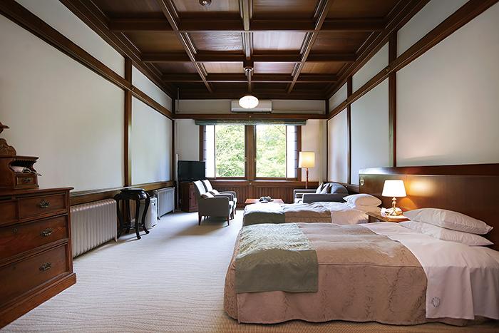 明治・大正・昭和、歴史的な著名人や文人墨客も宿泊した客室は、創業当時の趣を今なお残す。写真は同ホテルの代表的な客室「デラックスタイプ」