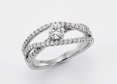 「TOKIMEKI」ラザールダイヤモンドをセンターに配した、サロン・ド・サセのオリジナルデザイン