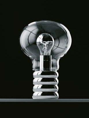 インゴ・マウラーの処女作であり、代表作といえる「Bulb (バルブ)」。電球を意味する名を持つ同作品は、発表から約50年を経た今もなお、多くの人々に愛され続けている