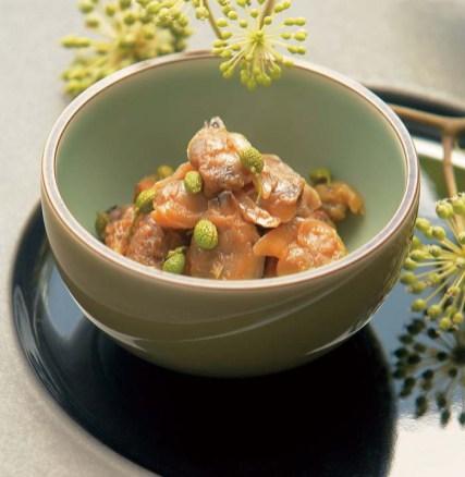 厳選されたあさりとぶどう山椒を独自の製法で香り豊かに仕上げた「葡萄あさり」。