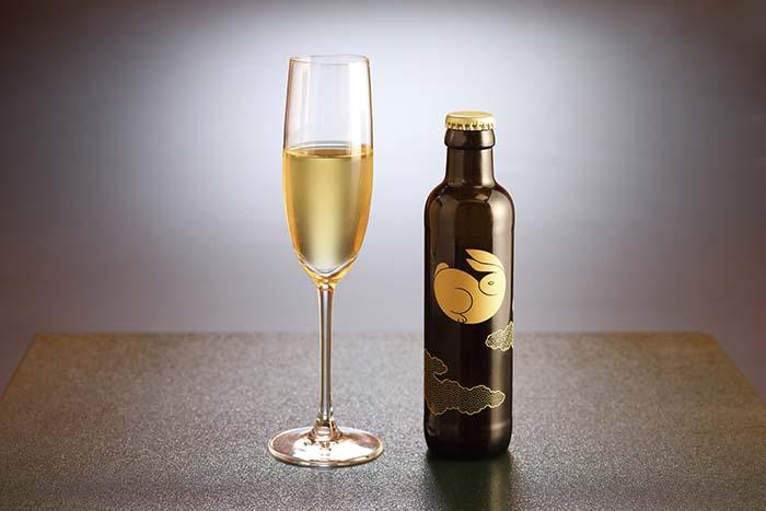 「京都宇治玉露 玉兎」は歴史深い宇治茶の価値と魅力を発信する飲料として、宇治茶の普及促進の一翼を担う存在だ。日本ガラスびん協会が主催する「第17回ガラスびんアワード」において優秀賞を受賞